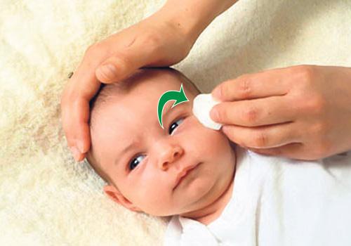 cómo limpiar los ojos del bebe